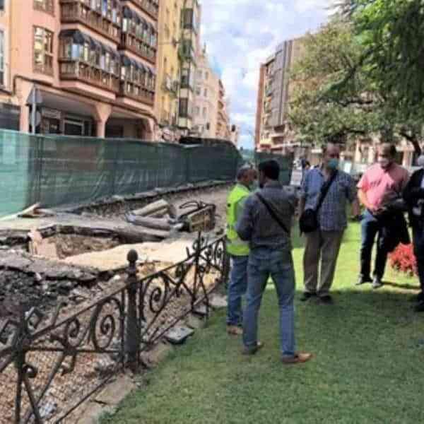 Corte completo en la calle José Cobo a la altura de la Plaza de la Hispanidad de Cuenca mañana
