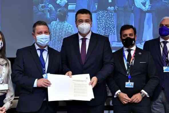 """García-Page reivindica en Bruselas una figura de protección de la artesanía que evite el """"caos"""" en el libre comercio y ampare los empleos del sector"""